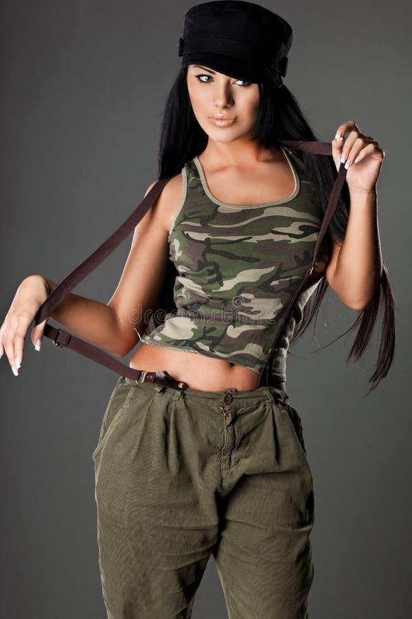 Donna in uniforme militare immagini stock