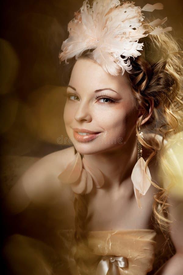 Donna in uno stile lussuoso dell'annata immagini stock