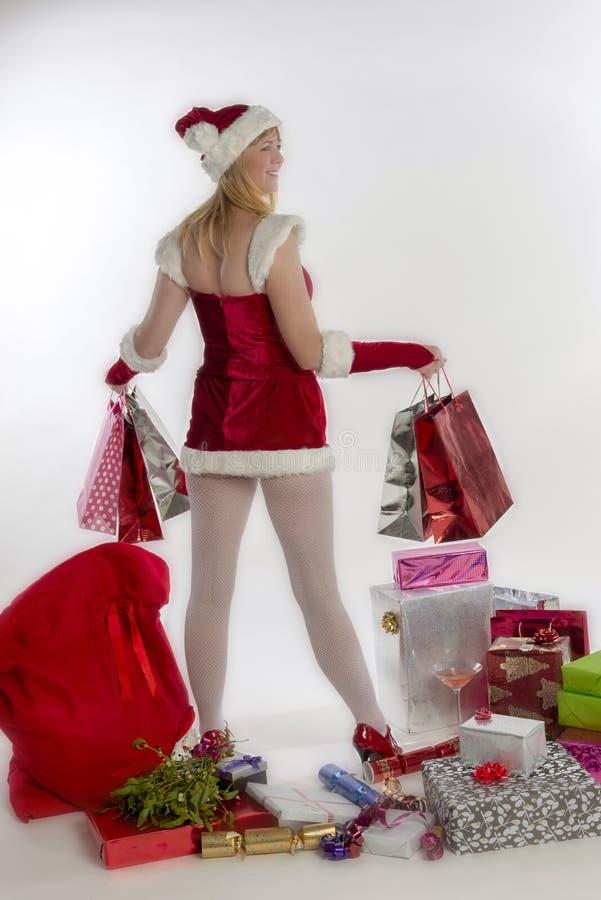Donna vestita come borse di trasportatore di stile di scintillio della tenuta di Santa di acquisto immagini stock