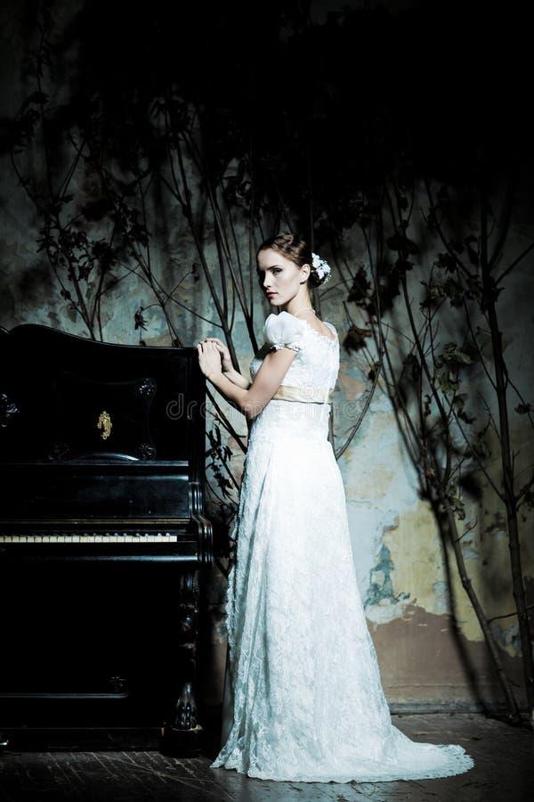Donna vestita come sposa immagini stock
