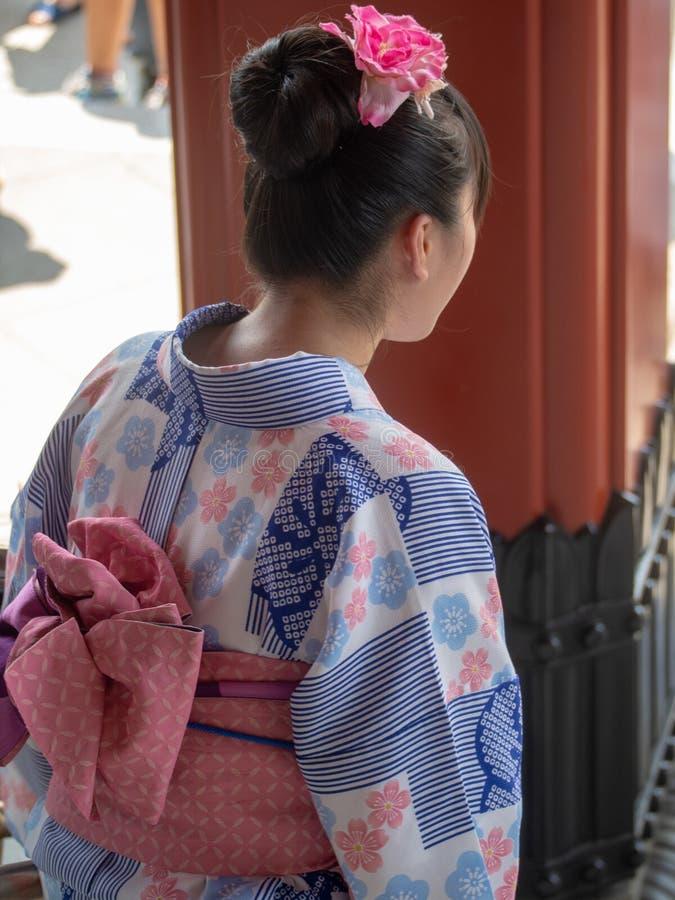 Donna vestita in kimono a Tokyo immagine stock libera da diritti