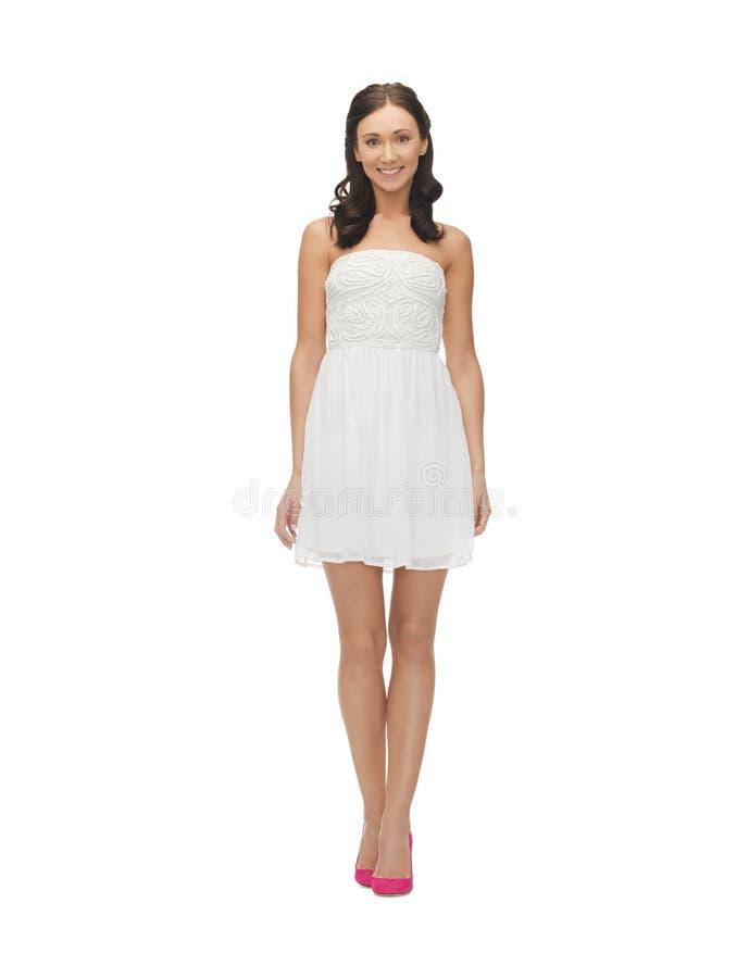 Donna in vestito bianco fotografia stock libera da diritti