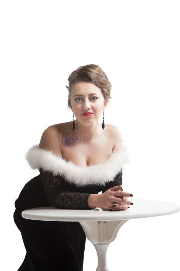 Donna in vestito d'annata nero fotografia stock libera da diritti