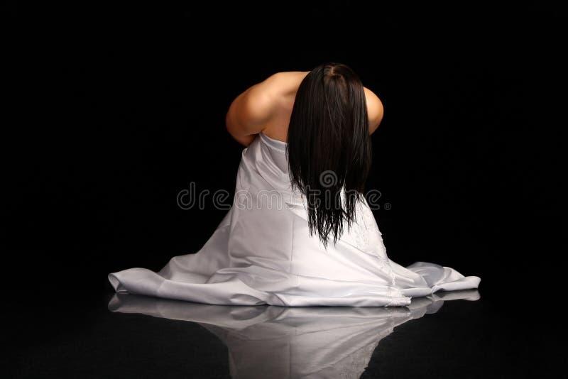 Donna In Vestito Da Cerimonia Nuziale Sulle Sue Ginocchia Immagini Stock Libere da Diritti