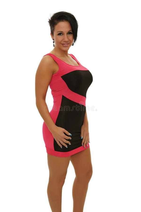 Donna in vestito dal nero e da colore rosa fotografia stock libera da diritti