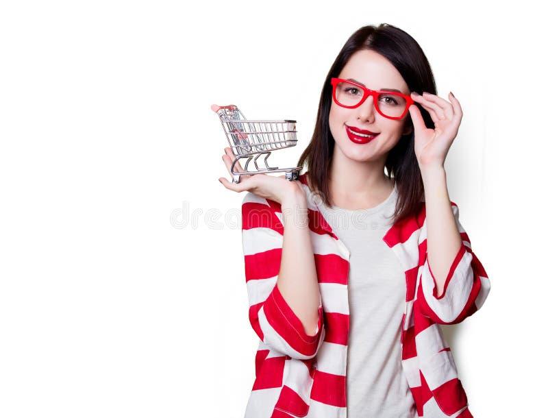 Donna in vetri con il carrello fotografia stock