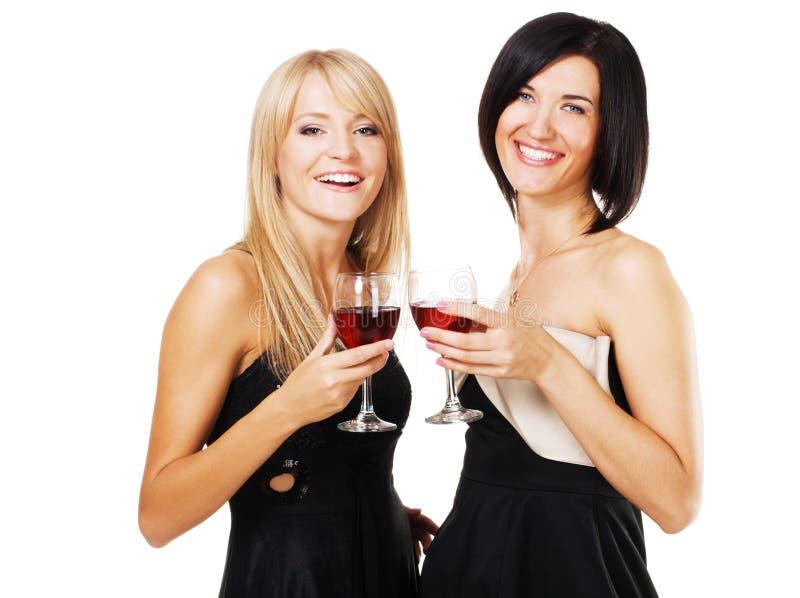 Donne abbastanza allegre con i vetri di vino fotografia stock libera da diritti