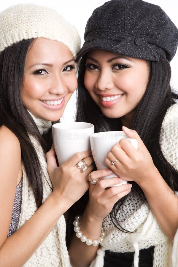 Donne asiatiche che bevono caffè fotografia stock