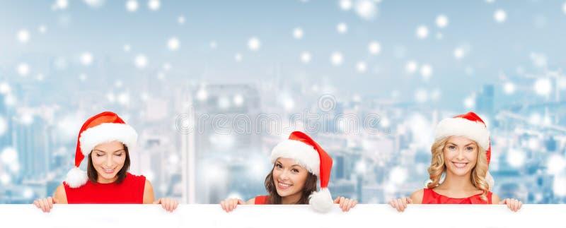 Donne in cappello dell'assistente di Santa con il bordo bianco in bianco fotografie stock libere da diritti