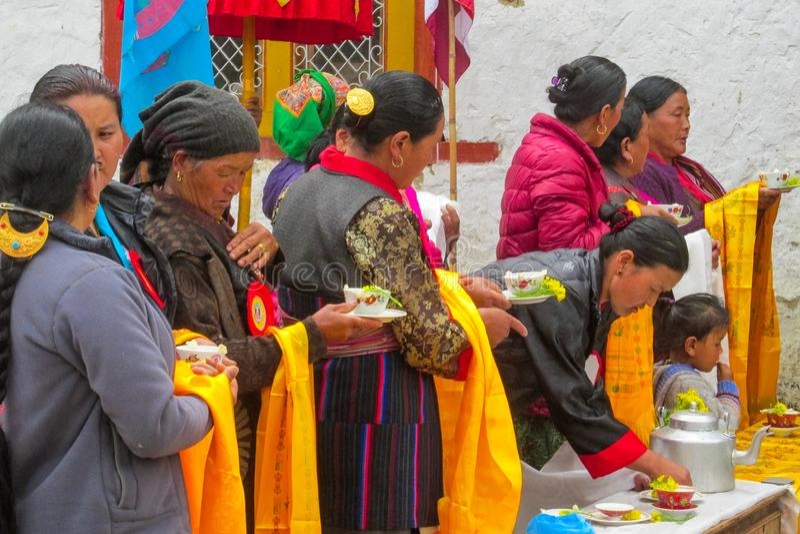 Donne a cerimonia tradizionale di celebrazione nel Nepal immagini stock