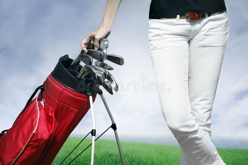Donne che fanno una pausa il sacchetto di golf fotografie stock libere da diritti
