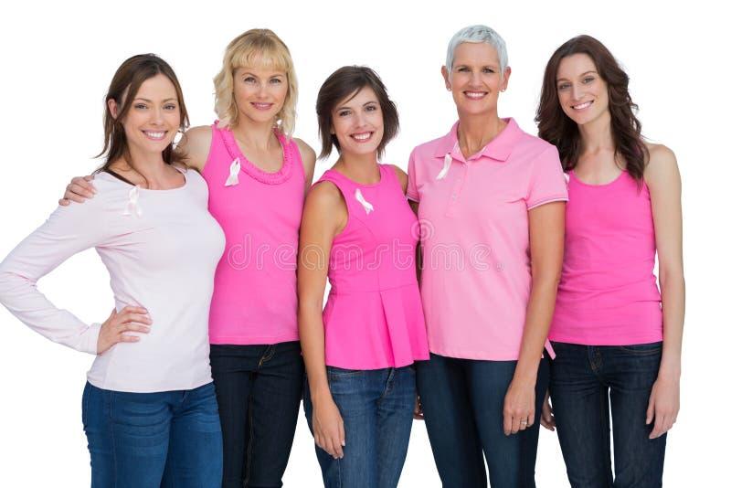 Donne che indossano rosa per consapevolezza del cancro al seno immagini stock libere da diritti