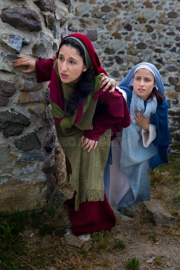 Donne che scoprono resurrezione di Gesù immagine stock libera da diritti