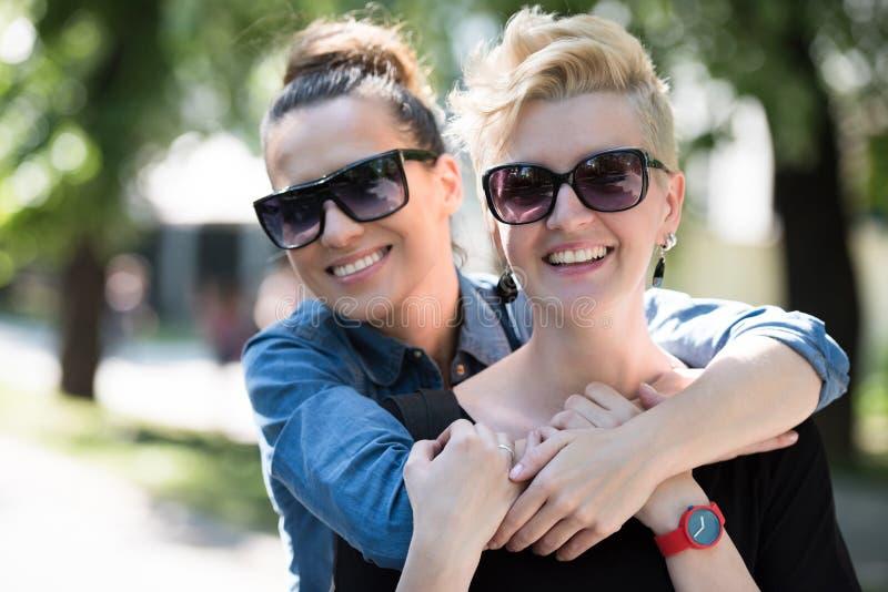 Donne con gli occhiali da sole fotografie stock