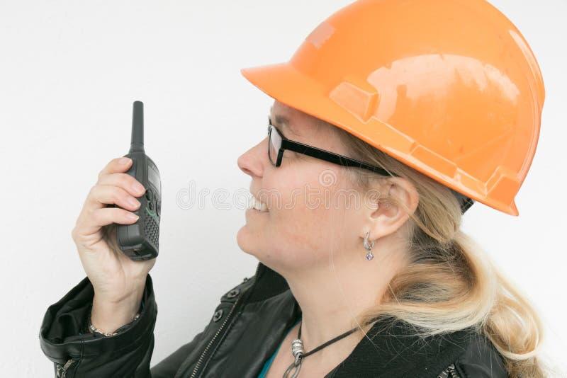 Donne con un casco fotografia stock libera da diritti