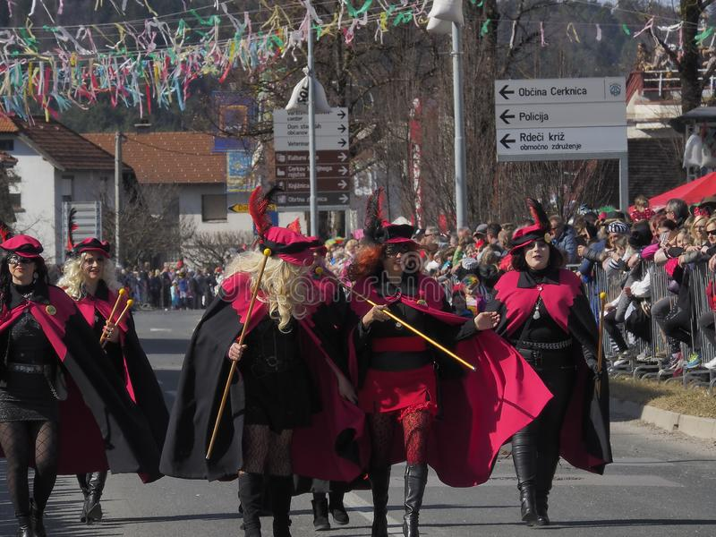 Donne in costumi per la parata della molla fotografia stock