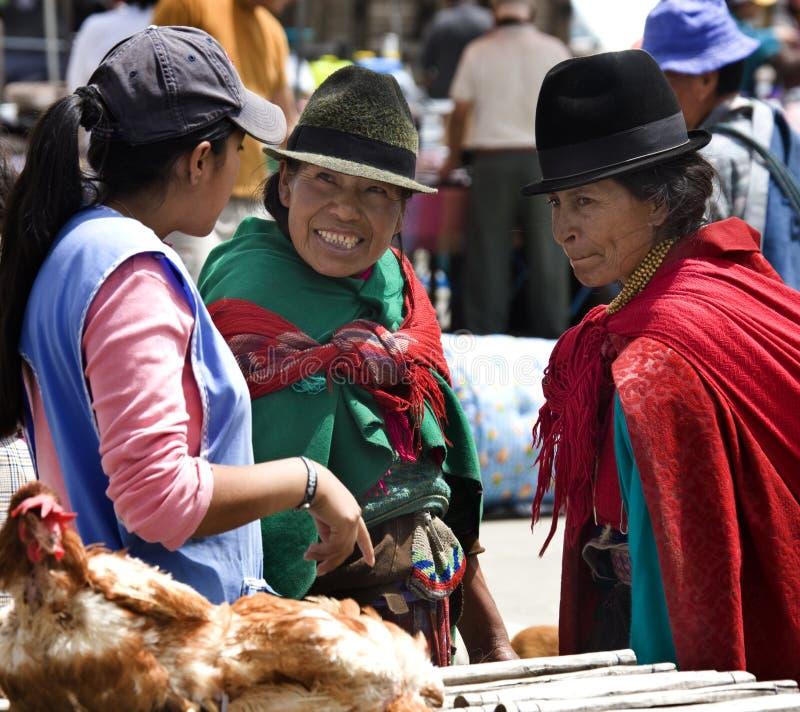 Donne del Ecuadorian - mercato dell'alimento - l'Ecuador fotografie stock libere da diritti