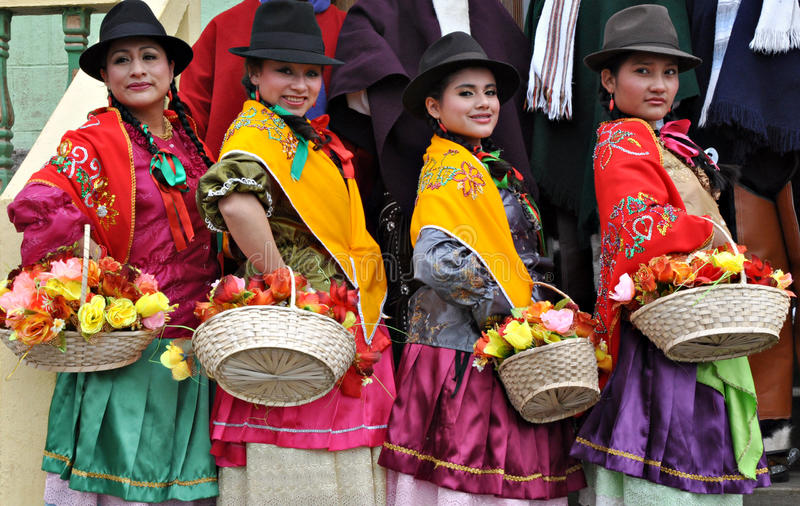 Donne del Ecuadorian in vestito tradizionale fotografia stock