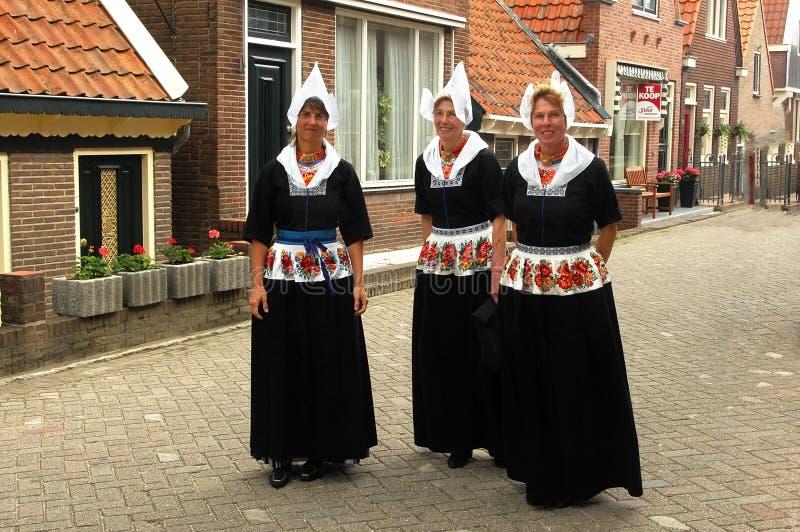 Donne del villaggio di Volendam, Paesi Bassi fotografia stock