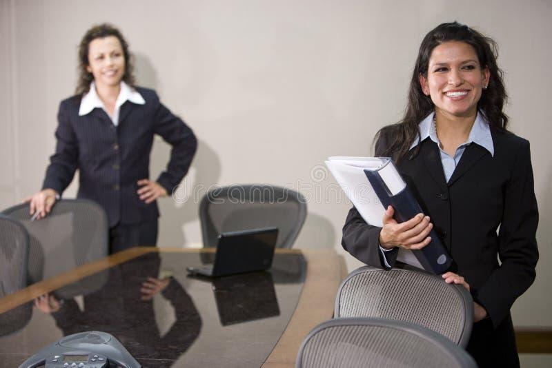 Donne di affari ispanice immagine stock libera da diritti