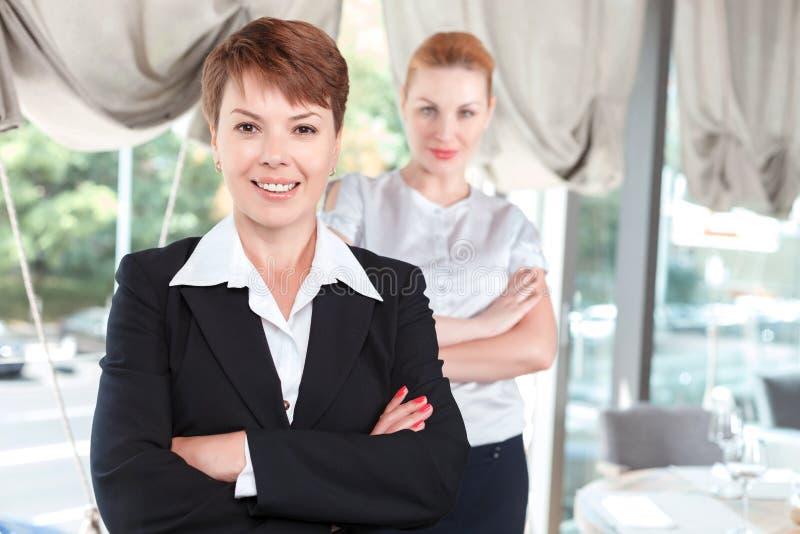 Donne di affari nel corso di una riunione fotografia stock