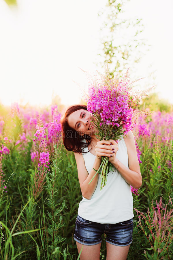 Donne in fiori fotografie stock libere da diritti