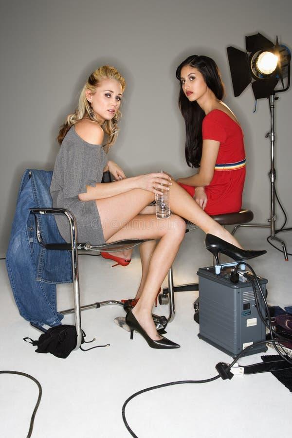 Donne graziose giovani. fotografia stock libera da diritti
