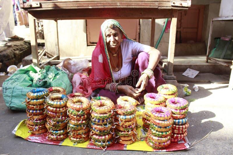 Donne indiane che vendono le merci fotografie stock libere da diritti