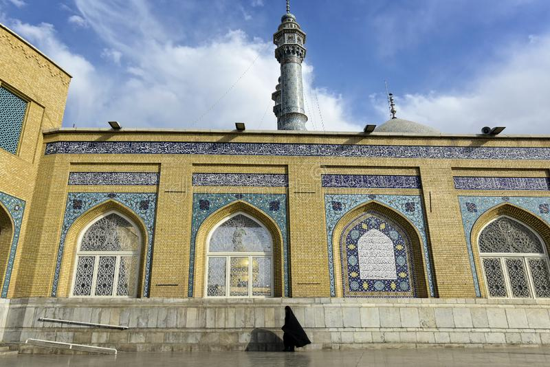 Donne musulmane alla moschea di Qom nella città di Qom, Iran Settembre 2016 immagine stock libera da diritti