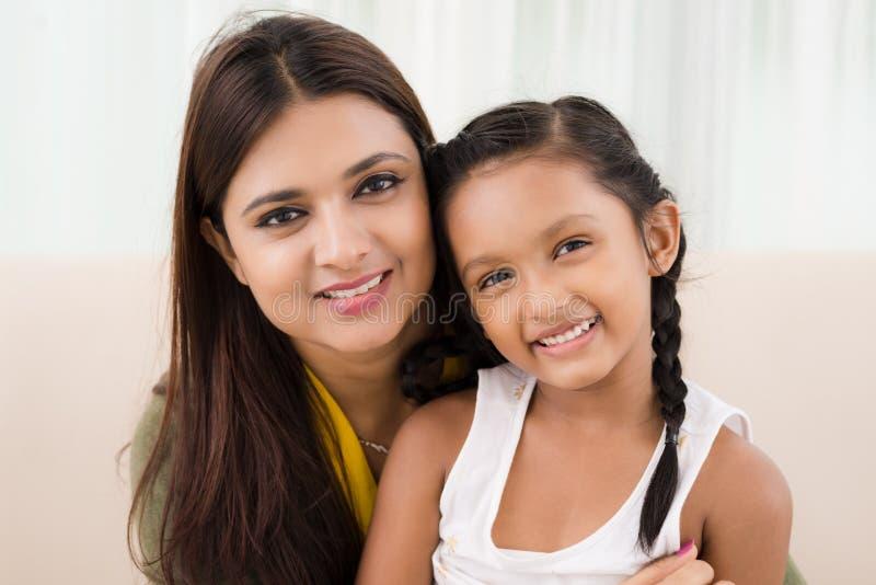donne sorridenti della madre di felicità della figlia fotografie stock libere da diritti