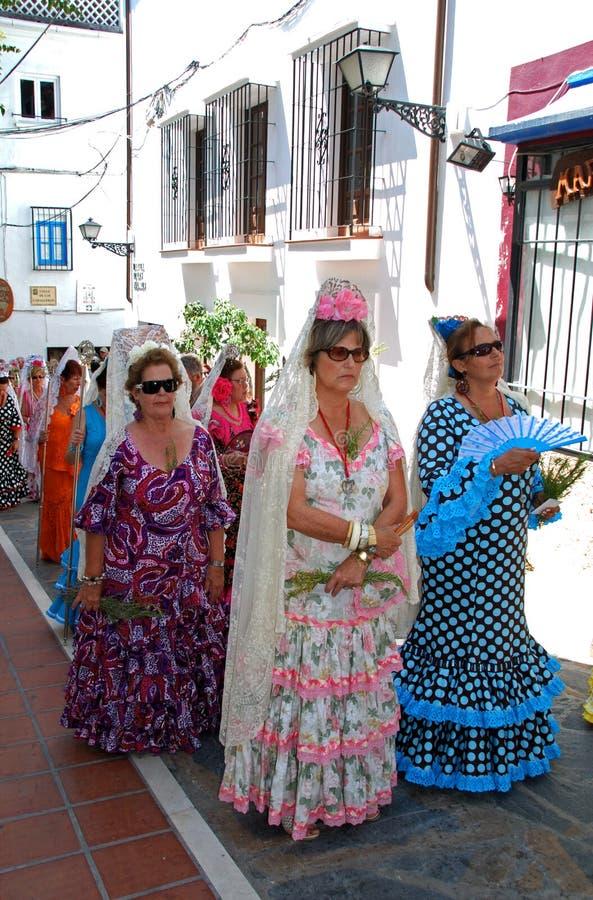 Donne spagnole in vestito tradizionale marbella for Vestito tradizionale giapponese femminile