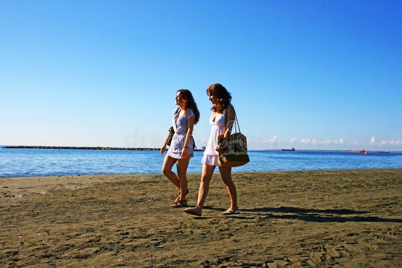 Donne sulla spiaggia