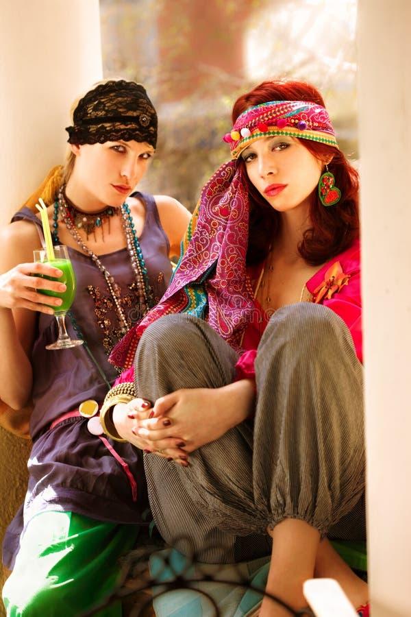 Donne in vestiti orientali, ritratto esterno fotografia stock