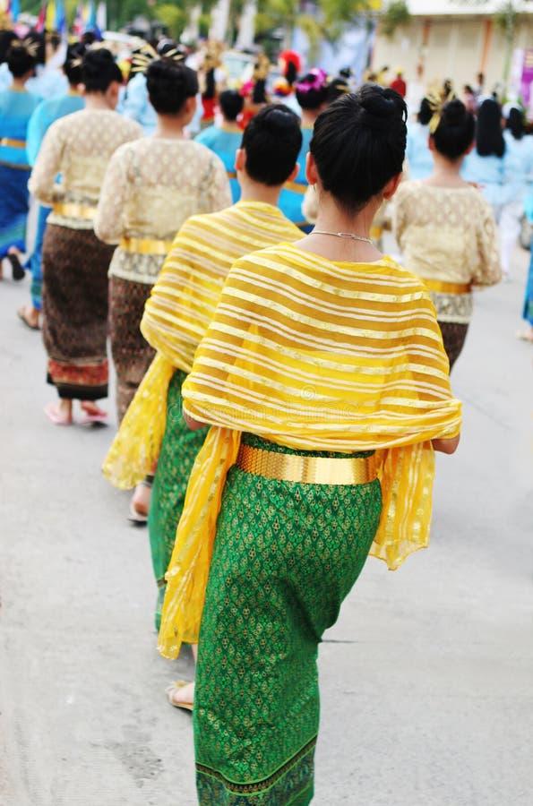 Donne in vestito tailandese tradizionale fotografia stock