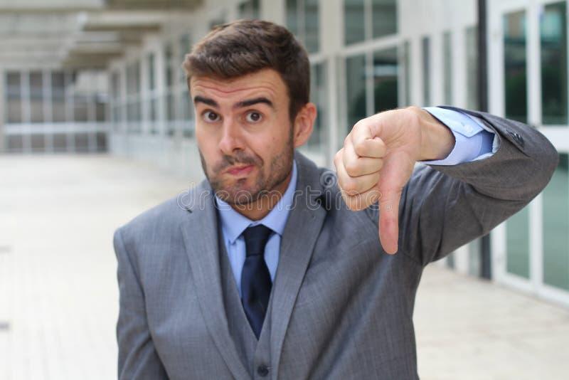 Donner d'excuse d'homme d'affaires pouces vers le bas photos libres de droits