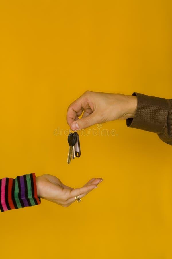 Donner des clés photo libre de droits