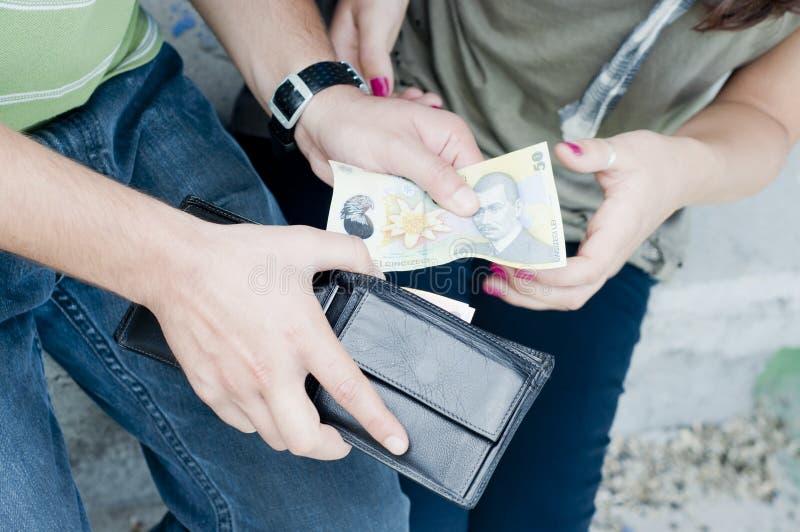 Donner l'argent photographie stock libre de droits