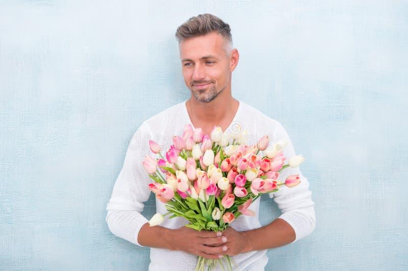 Donner son tous les meilleurs jour et anniversaire de valentines Comment être romantique Monsieur romantique Macho sûr mûr d'homm photographie stock libre de droits