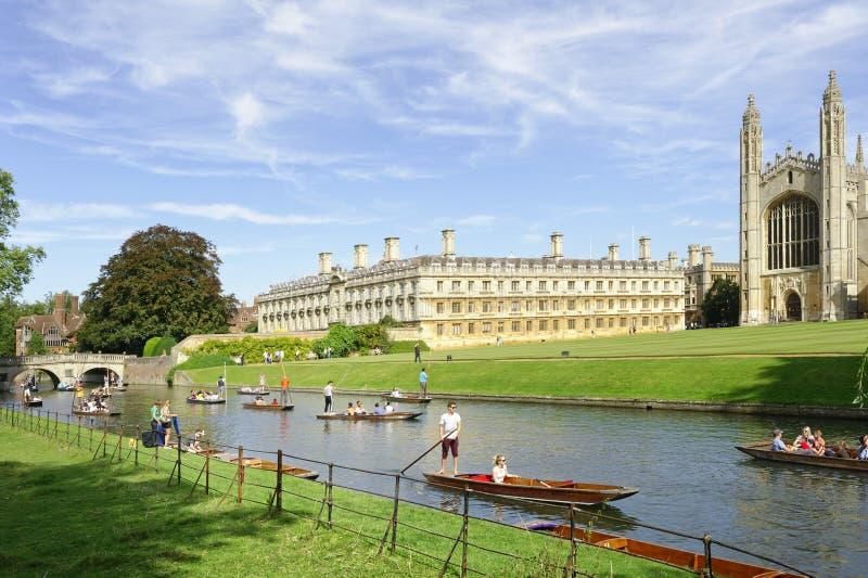 Donner un coup de vol?e des canaux Cambridge Angleterre touristes photo libre de droits