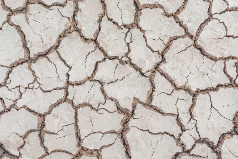 Donnez au backgr une consistance rugueuse sale de grain de détresse de recouvrement fendu par sécheresse de sol images libres de droits