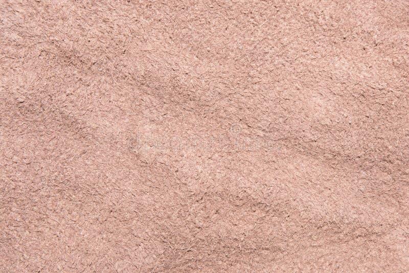 Donnez au cuir une consistance rugueuse mou de suède brun, le tissu de velours, dessous de la surface en cuir image libre de droits