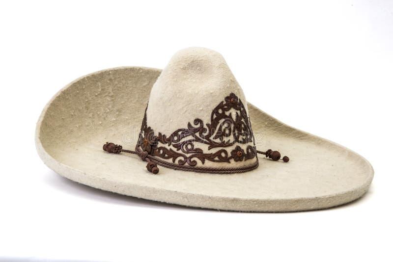 Donnez au détail une consistance rugueuse du chapeau blanc de charro à l'arrière-plan blanc image libre de droits