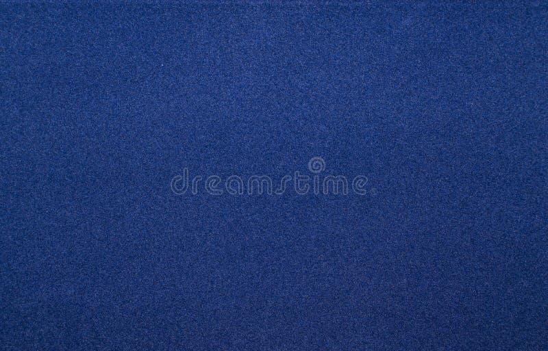 Donnez au papier une consistance rugueuse mou bleu-foncé de velours, fond abstrait photographie stock