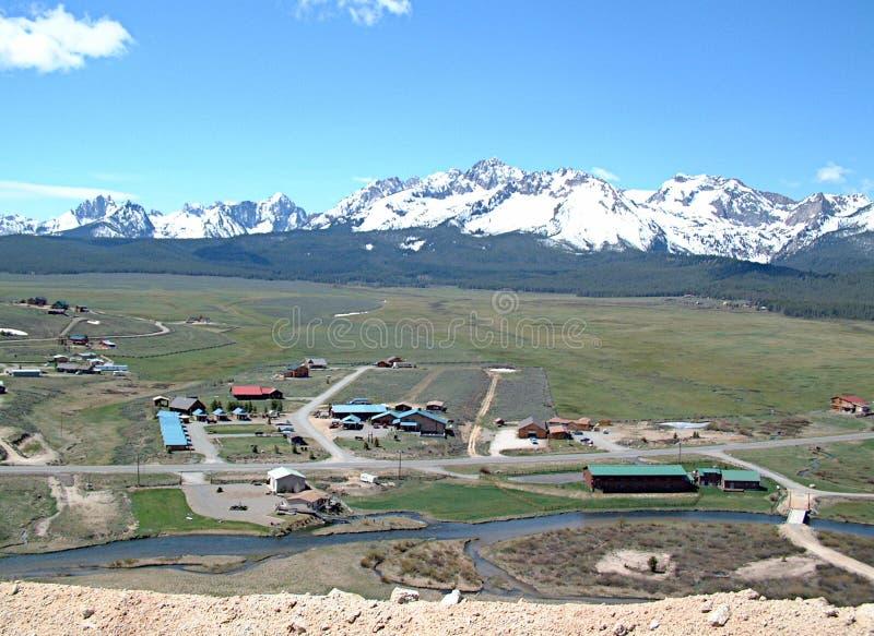 Donnez sur de Stanley, de l'Idaho et des montagnes 1 de dent de scie photographie stock