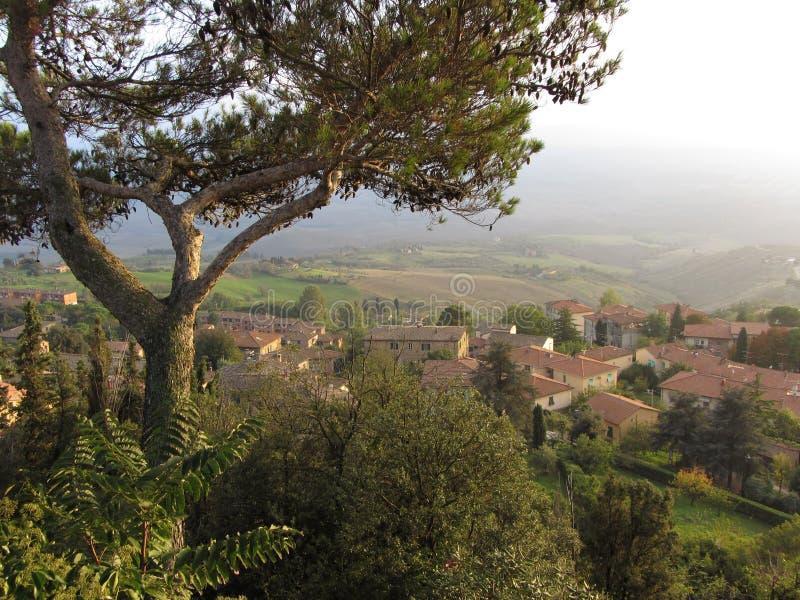 Donnez sur en Toscane images stock