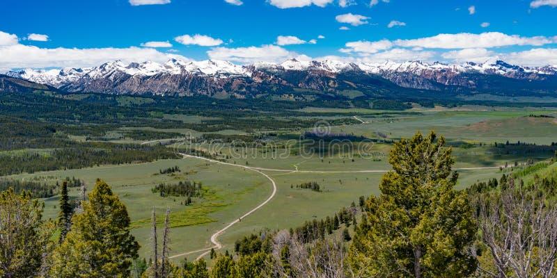 Donnez sur sur le chemin détourné scénique de dent de scie, Idaho photo libre de droits