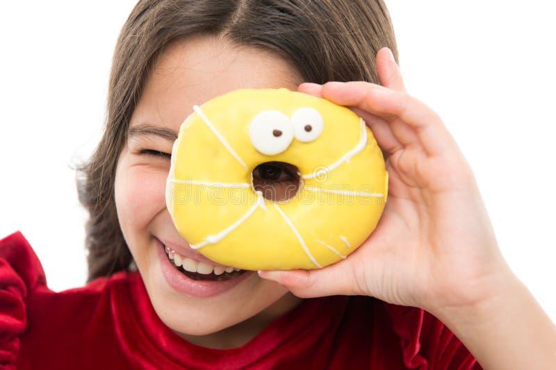 Donut, der Diätkonzept bricht Weißer Hintergrund des glasig-glänzenden Donuts des Mädchengriffs Kindermädchen hungrig für süßen D stockfotos