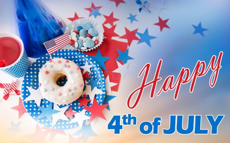 Donut mit Saft und Süßigkeiten am Unabhängigkeitstag lizenzfreie stockfotografie