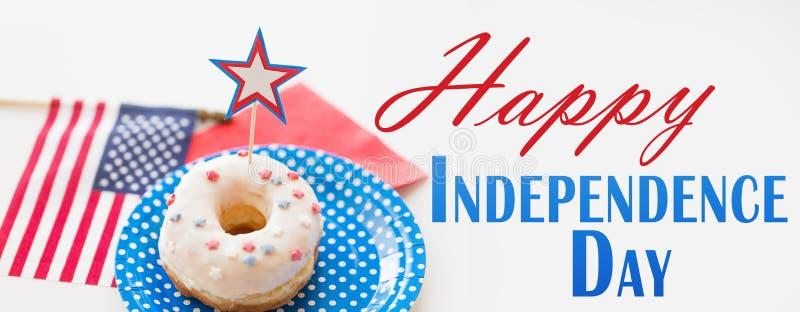 Donut mit Sterndekoration am Unabhängigkeitstag lizenzfreie stockfotografie
