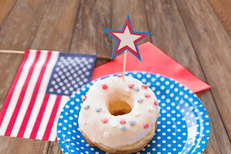 Donut mit Sterndekoration am Unabhängigkeitstag stockfoto